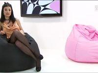 Sara Tommasi: collant neri e minigonna