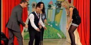 Matilde Brandi in collant senza scarpe